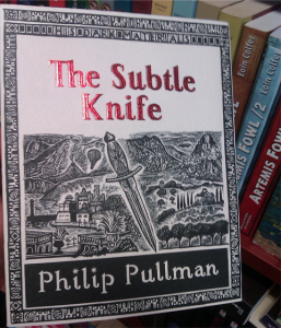 "une jolie édition de ""The subtle knife"""