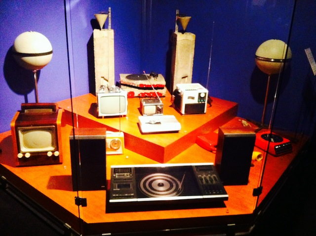 télévision et platines au musée EDF Electropolis