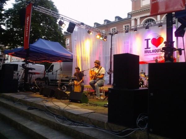 un groupe en live pour la fête de la musique à mulhouse
