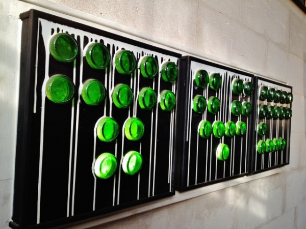 Création à base de culots de bouteilles proposée par YRAK