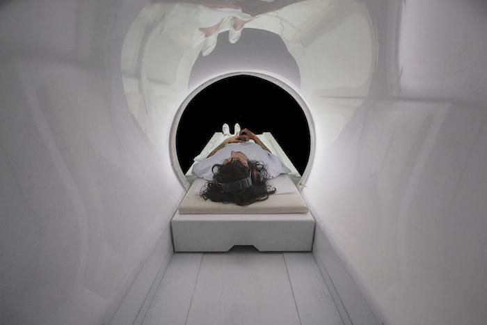 Le scanner, le vide, l'obscurité, les bruits stridents... ça donnait presque le tourni - © Guido Mencari