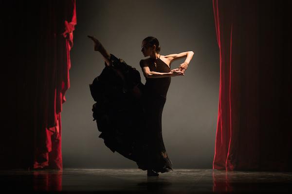"""""""Silk"""", ou la grâce à l'état pur des danseurs du ballet de l'Opéra national du Rhin ©Jean-Luc Tanghe"""