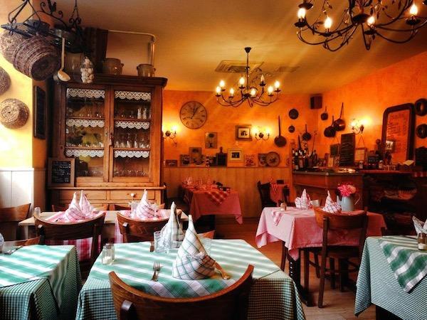 Nappes à carreaux et boiseries: bienvenue à la table du Lion ! - © My-Mulhouse.fr.