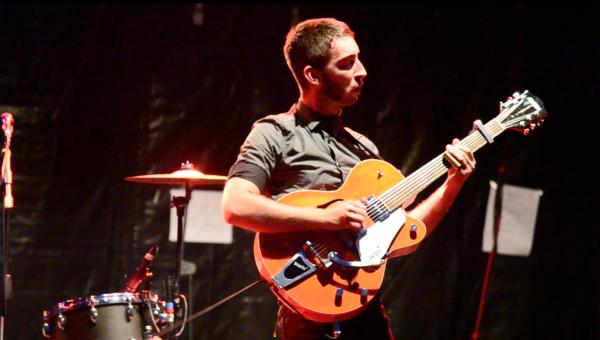 Le guitariste des Catfish dans un solo endiablé ! - © My-Mulhouse.fr