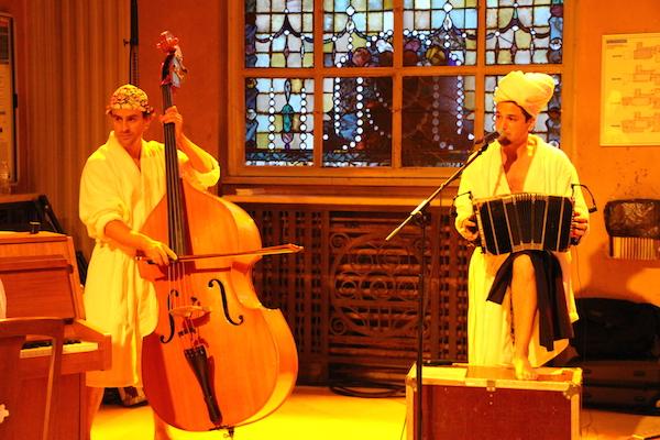 Les musiciens de Batacazo, en tenue plutôt surprenante... -© My-Mulhouse.fr