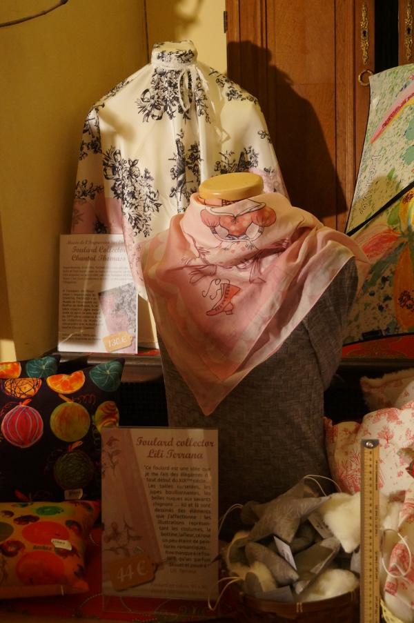 Le foulard de Chantal Thomas et celui illustré par Lili Terrana – ©Aurore Keller pour My Mulhouse