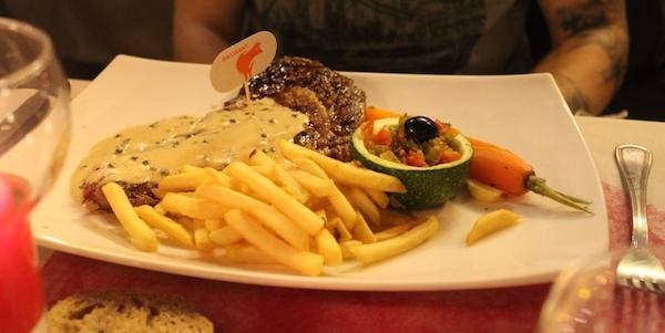 La fameuse Entrecôte, saignante juste comme il faut, et sauce aux poivres pas mal - © My-Mulhouse.fr