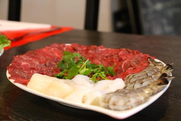 Poissons et viandes à cuire dans le bouillon de la fondue - © My-Mulhouse.fr