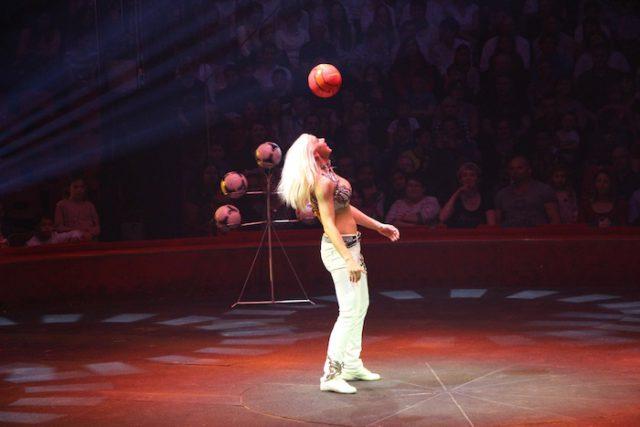 La jongleuse aux cinq ballons - © My-Mulhouse.fr