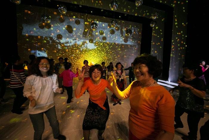 Des mamies qui dansent, un bonheur communicatif ! - © DR