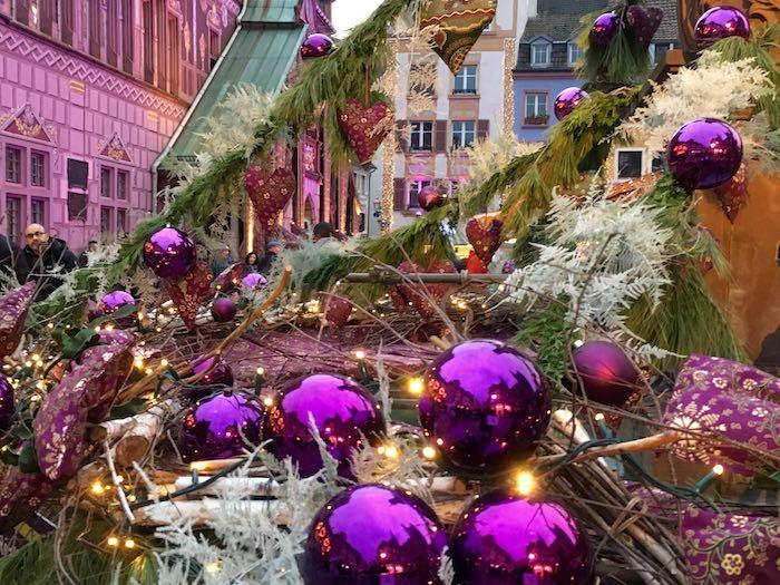 La fontaine place de la Réunion est joliment décorée - © My-Mulhouse.fr
