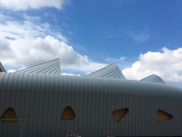 De jolies lignes pour ce bâtiment, entièrement recouvert de zinc - © My-Mulhouse.fr