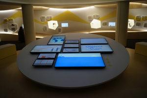Le nouvel espace consacré à l'exposition permanente : des écrans dans toute la salle, à Electropolis