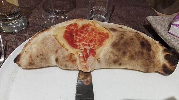 Calzone de la pizzeria Puglia