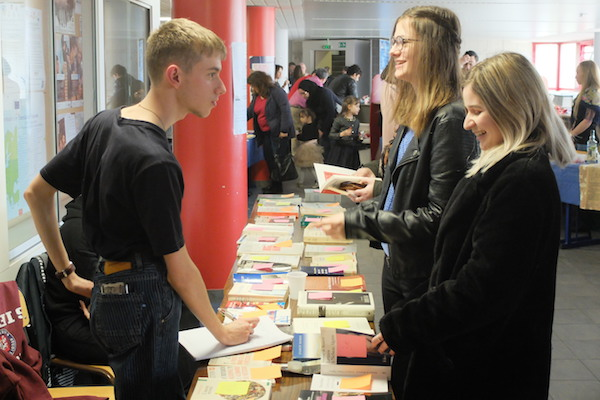 La bourse aux livres organisée dans le but de financer un voyage à Rome en fin d'année.